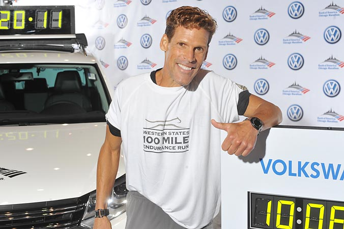 Dean Karnazes all star ultra marathoner at 2011 Chicago Marathon step and repeat for Volkswagen, photograpy and onsite printing by FAB PHOTO