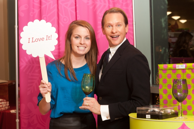 carson kressley poses at home goods blogger event, tips on holiday gifting, social media photography by fab photo