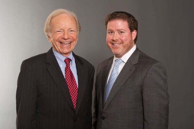senator joe lieberman poses with guest at private chicago fundraising event