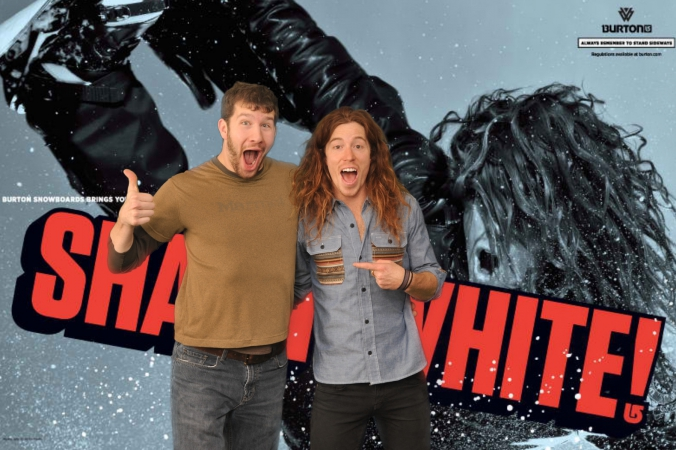 snowboard legend shaun white poses with fan, burton event, green screen photography, 4x6 onsite printing