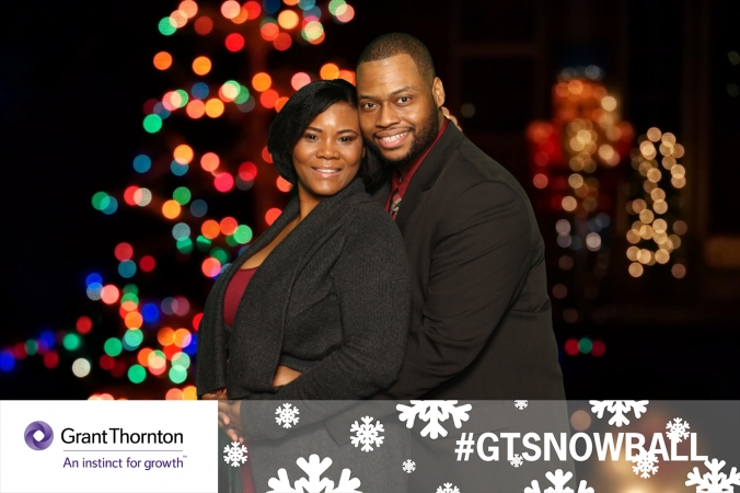 cozy couple, green screen photo giveaway, company holiday party, weber shandwick, chicago