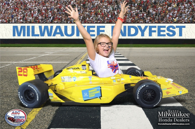 Girl has fun at family green screen photo activity milwaukee indyfest.