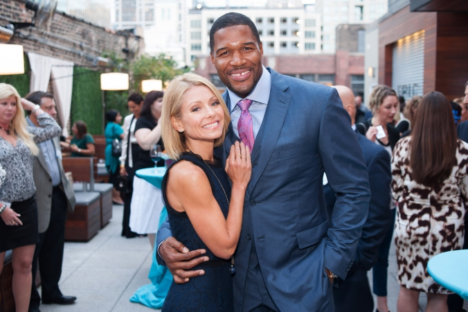 live-with-kelly-michael-show-michael-strahan-kelly-ripa-celebrity-appearance-chicago-fab-photo