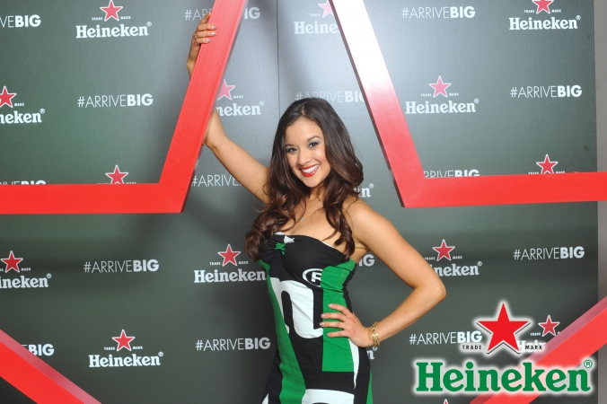 step and repeat photo activity with onsite printing for heineken new bottle launch, chicago willis tower