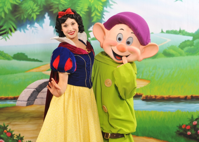 step repeat photo of disney characters snow white and dopey, disney destination character meet greet, chicago