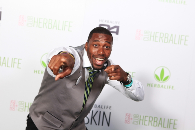 guest looking good on step repeat photo, herablife corporate event at union station, chicago