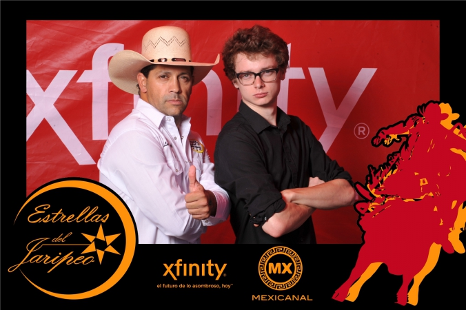 rickly kluge poses for step repeat photography with mexican tv star, xfinity mexicanal print onsite photo activity, fiesta del sol chicago